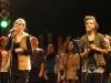 Lisa und Luka singen beide ein Solo bei dem Lied