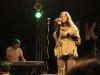 Gül präsentiert ihren Song.